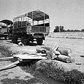 Kłody, z których wyrabia się drewniane młoty. - Afganistan - 001970n.jpg