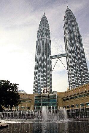 English: Photo of the Petronas Twin Towers in ...