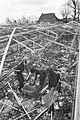 Kassen zwaar beschadigd door storm in Pijnacker, militairen ruimen glasscherven , Bestanddeelnr 926-3174.jpg