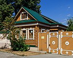 Kazan wooden house next to Apanayev Mosque 08-2016.jpg