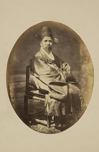 Society in the Joseon Dynasty - Photograph of a yangban man from 1863