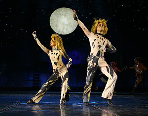 Mungojerrie and Rumpleteazer - Agnieszka Mrozińska as Rumpleteazer (left) and Bartosz Figurski as Mungojerrie in the Polish production of Cats, 2007.