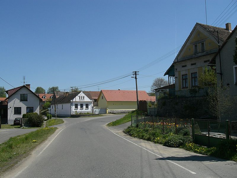 File:Kučeř-street.jpg