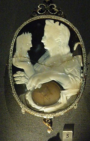 Livia - Sardonyx cameo of Livia with the bust of the Divus Augustus (Vienna)