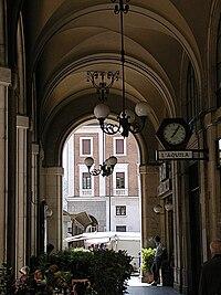 L'Aquila, portici di Corso Vittorio Emanuele 2007 by-RaBoe-1.jpg