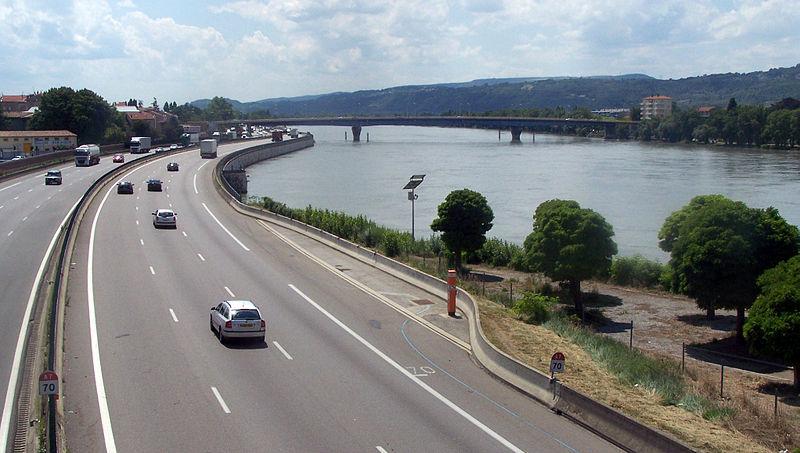 File:L'autouroute A7 à Valence.JPG