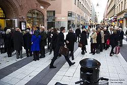 Lang kø til den nye Dansmuseet på Drottninggatan 17 Stockholm, indvielse den 24 oktober 2013.   jpg