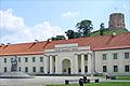 La statue de Mindaugas devant le musée national (Vilnius) (7704435402).jpg