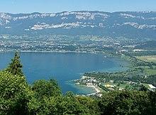 Rive sud du lac du Bourget au pied des Bauges