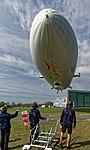 Landung des Zeppelin DLZFN auf dem Flugfeld Friedrichshafen. 01.jpg