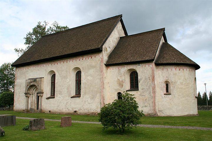 Runstenar i kyrkomilj, en lnk mellan hednisk tradition och