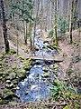 Le ruisseau en aval de la cascade de Bubalafels.jpg