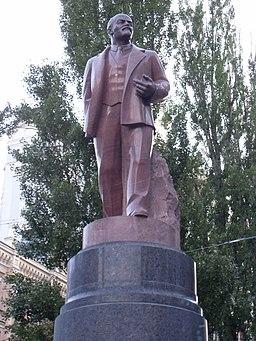 Памятник Ленину в Киеве, крупным планом