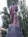 Lenin monument in Kiev, close-up view.jpg