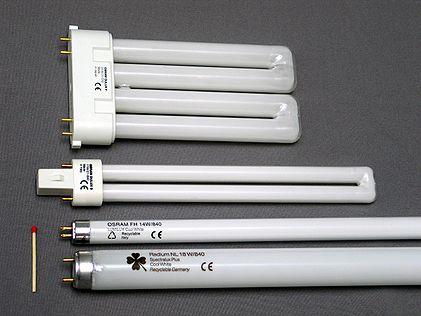 Lysrör av olika former och storlekar jämförda med en tändsticka