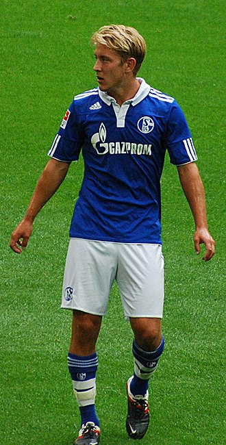 Lewis Holtby - Holtby playing for Schalke 04 in 2011