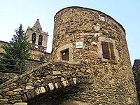 Llívia torre i castell.jpg