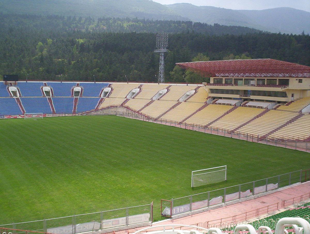 Millimiz məşhur gürcünün adını daşıyan stadiona ayaq basır