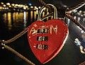 Love padlock 1, Passerelle Simone-de-Beauvoir 2012.jpg