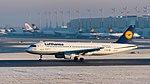 Lufthansa Airbus A320-214 D-AIZE MUC 2015 01.jpg