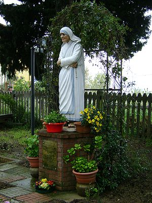 English: Statue of mother Teresa of Calcutta, ...