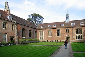 Buckingham College, Cambridge - First Court facing the chapel (left) and the hall (centre)