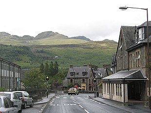 "Main Street, Killin, with <a href=""http://search.lycos.com/web/?_z=0&q=%22Meall%20nan%20Tarmachan%22"">Meall nan Tarmachan</a> in the background to the north"