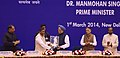 Manmohan Singh being presented a memento by the Minister of State (Independent Charge) for Micro, Small & Medium Enterprises, Shri K.H. Muniyappa, at the presentation ceremony of the National Awards to the Micro.jpg