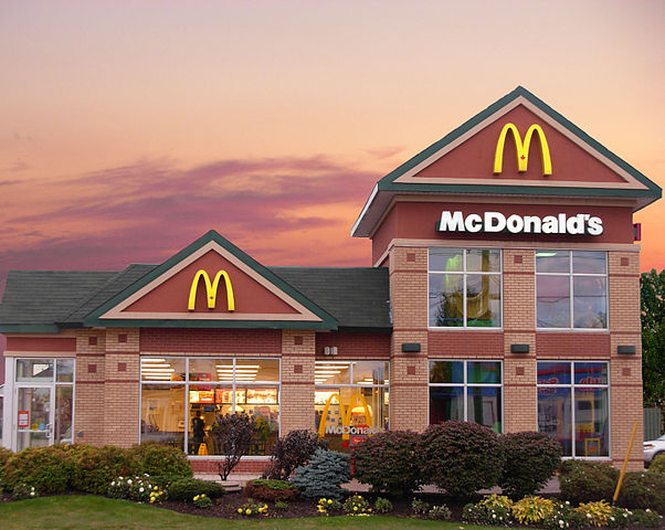 Moncton McDonald's by Stu pendousmat [CC BY-SA 3.0 (https://creativecommons.org/licenses/by-sa/3.0)]