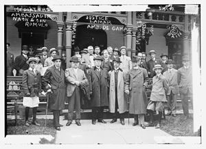 Niagara Falls peace conference - Rómulo Sebastián Naón and his son Rómulo Sebastián Naón, Jr., Frederick William Lehmann, Joseph Rucker Lamar, Domício da Gama, Eduardo Suárez Mujica and his son in Niagara Falls in 1914