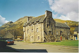 Menstrie Castle - Menstrie Castle in 2001, with the Ochils behind