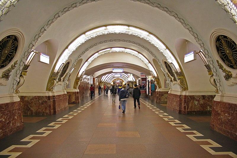 Metro SPB Line1 Vosstaniya.jpg