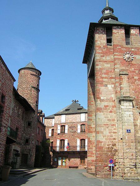 Fichier:Meyssac Mairie et clocher de l'église.JPG