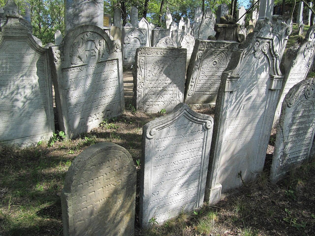 Mikulov, židovský hřbitov 01.jpg