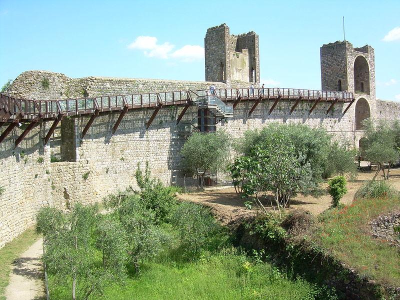 File:MonteriggioniMuraI.JPG