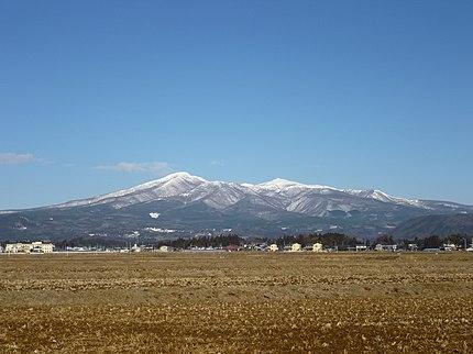 福島県にある安達太良山を南東から望む。
