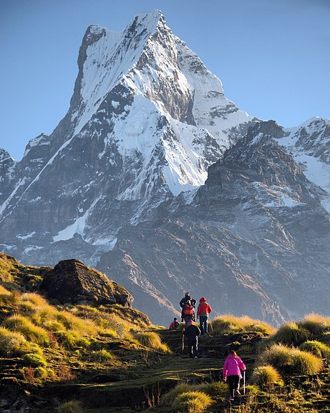 File:Mt. Fishtail and trekkers.jpg