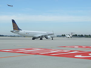 Taxiway - Taxiway at Munich Airport