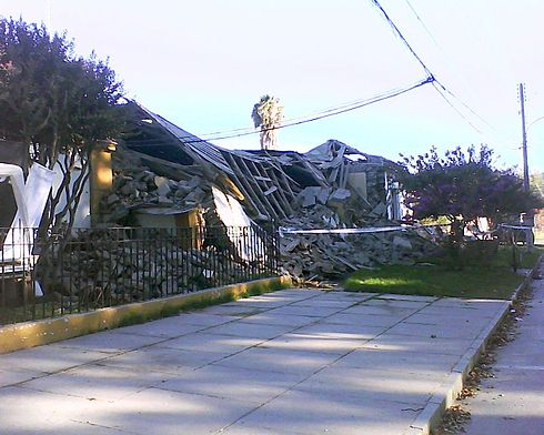 The Peralillo town hall collapsed after the earthquake. News media has reported that the Mayor of Peralillo, Gerardo Cornejo, started to cry when he saw the town hall, but his father, 90 years-old, motivated him to get Peralillo up again. Old buildings like the Church of Peralillo also collapsed. Image: Diego Grez.