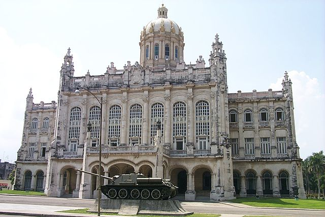 Museo de la Revolución|By Paul Mannix (The Museum Of The Revolution, Havana, Cuba) [CC BY-SA 2.0 (http://creativecommons.org/licenses/by-sa/2.0)], via Wikimedia Commons