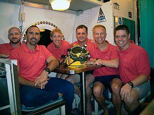 NEEMO 11 crew with hab techs.jpg