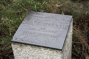 NMM Titanic memorial stone.jpg
