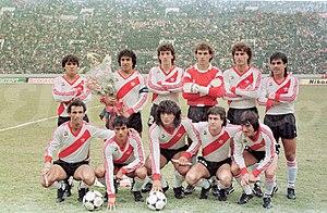 A equipe que conquistou Copa Intercontinental de 1986 com destaque para os  jogadores Américo Gallego (segundo em pé 5e90a2d77d7e7