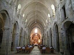 Nave central igrexa do Mosteiro de Santa María de Meira.jpg