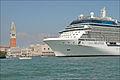 Navire de croisière dans le canal de la Giudecca (Venise) (6156543937).jpg