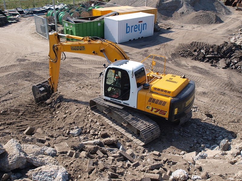 File:New Holland Kobelco E175 p4.JPG