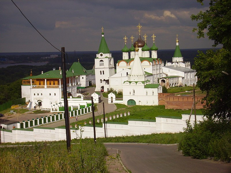 http://upload.wikimedia.org/wikipedia/commons/thumb/5/5b/Nizhny_Novgorod_Pechersky_Monastery.JPG/800px-Nizhny_Novgorod_Pechersky_Monastery.JPG