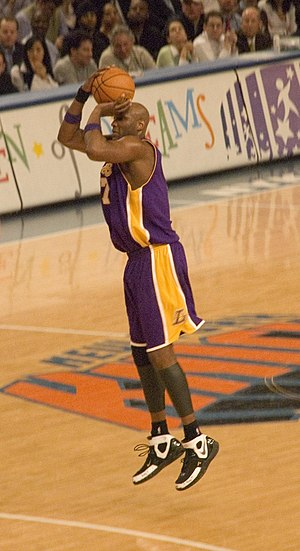 English: Lamar Odom playing with the Los Angel...