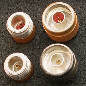 N connector - Picture showing the similarity between 50 Ω (bottom) and 75 Ω (top) Type N connectors