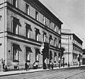 Pałac Paca widziany z ul. Miodowej przed 1939.jpg